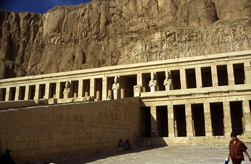 "Ägypten 1999 (368) Theben West: Totentempel der Hatschepsut • <a style=""font-size:0.8em;"" href=""http://www.flickr.com/photos/69570948@N04/29117950382/"" target=""_blank"">View on Flickr</a>"
