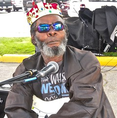 the prince of the blues ~ watch (Shein Die) Tags: blues billhowlnmaddperry jukejointfestival clarksdale festival candid streetscene streetphotography