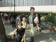 General Organa, Rey, and Kylo (rpepperpot) Tags: comiccon cosplay starwars theforceawakens leia longbeachcomiccon leiaorgana generalorgana rey kyloren