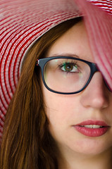 Red Hat (KubaFej) Tags: hat red glasses girl wth nikon d7000 nikkor 50 14 ai dof portrait fotofejs face