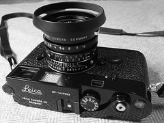 A Camera (kingqueenknave) Tags: camera leica black 35mm lens paint summicron shade hood mp f2 asph alacarte 12504