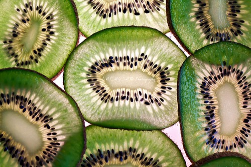 green kiwi slices
