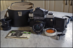 Kiev 60 TTL (I is someone else) Tags: camera 6x6 set vintage mediumformat prism full waist soviet mf ttl filters russian kiev borsa 60 collector analogica fotocamera carryingbag collezionismo pozzetto medioformato filtri sovietica flashshoe pentaprisma