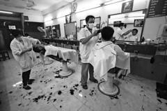 Thailand - Chiang Khong (luca marella) Tags: people bw white black film blackwhite asia voigtlander bessa pb bn e barber thailandia bianco nero analogic marelaluca