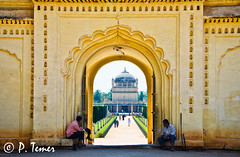 Gumbaz, Srirangapatna (Sol y Luz Photography (aka love_2_see_the_world)) Tags: india history architecture hall tomb arches mosque symmetry doorway walkway srirangapatna gumbaz