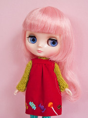 Francoise Ananassa (Helena / Funny Bunny) Tags: doll blythe middie funnybunny solidbackground francoiseananassa rosaraspberry fbfashion