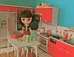 Pippa in her Modern Apartment (Retro Mama69) Tags: blythedoll toydiorama rementkitchen moderncomfortkitchen miniaturediorama deluxereadingtableandchairs