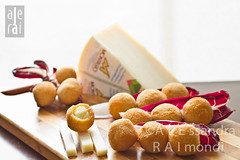 Traditional Italian Food:  Fried cheese Balls from Ascoli Piceno (ALERAI {subsidiary&book exercises}) Tags: food alimento  nourriture cibo italianfood foodphotography lebensmittel hrana  cucinatipica  alerai palledicacio