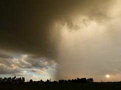 Instabilidade a mil (IgorCamacho) Tags: sunset brazil sky cloud storm paran weather brasil low cu shelf southern cielo nubes tormenta nuvens baixa pressure tornado sul advisory anoitecer instability severe tempestade supercell presso instabilidade superclula