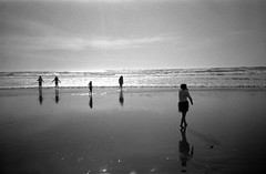 (Arachide) Tags: sanfrancisco california bw film sunshine 35mm sand surf oceanbeach konica bigmini bm302 legacypro