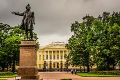 Estatua (Jess Vegue) Tags: rusia sanpetersburgo parque crucero bltico sanktpeterburg ru