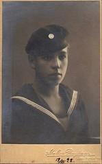 Ilmari Tanninen (Kuvassa - valokuvia suomalaisista ry) Tags: finland helsinki helsingfors juhahartikaisenkokoelma atelierregina tanninen 1922