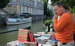 Looking for Books (Albita.) Tags: ghent gante belgium blgica belgika portrait retrato erretratu erretratua hombre gizon man books libros liburuak mercado merkatu market