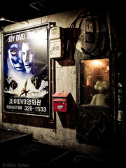 "Back alleys Seoul • <a style=""font-size:0.8em;"" href=""http://www.flickr.com/photos/44919156@N00/28910412994/"" target=""_blank"">View on Flickr</a>"