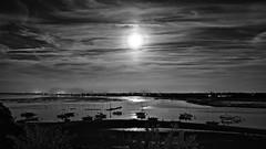 Pleine lune sur le chenal (Patevy Damant) Tags: aquitaine arcachon bw bateaux d610 exterieur lune monochrome moonlight nb nautique nikon nuit paysage rivage