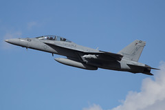 (Eagle Driver Wanted) Tags: mighty shrikes strike fighter squadron 94 fast jet american pilot aviator naval vfa94 hobo fa18f hornet kpdx portland international airport military usn us navy fly mightyshrikes strikefightersquadron94 165912 portlandinternationalairport