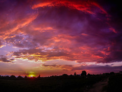 Golden Hour (slipijuank) Tags: summer sun cloud violet red pink paisaje espaa spain pretty pentax optio rz10 colour angular airelibre