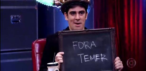 """Marcelo Adnet escreve """"Fora Temer"""" em brincadeira no """"Adinight"""""""