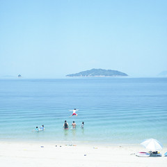 Sea (hisaya katagami) Tags: hasselblad500cm 120film fujifilm pro400h sea outdoor nature jump photography