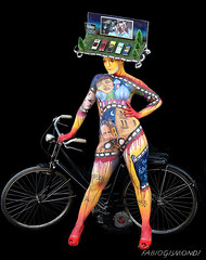 BODYPAINTING @ LIDO di CAMAIORE (fabiogis50) Tags: bodypaintinglidodicamaiore bodypainting girl portrait colors notnude bicicletta bycicle