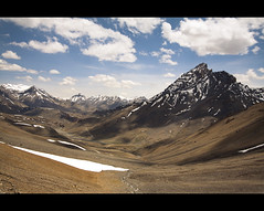 Weather-beaten (NomadImagesPhotography) Tags: panorama india snow mountains landscape indian wideangle valley kashmir himalaya barren himalayas rugged ladakh highaltitude valleys lahaul canoneos50d canon1022mmlens