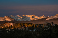 Sunrise on the Great Divide (Bill Bowman) Tags: winter sunrise colorado day cloudy continentaldivide sunshineonmyshoulder niwotridge arapahopeaks