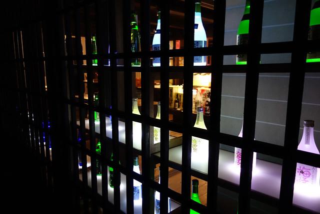 舩坂酒造店の日本酒ディスプレイ