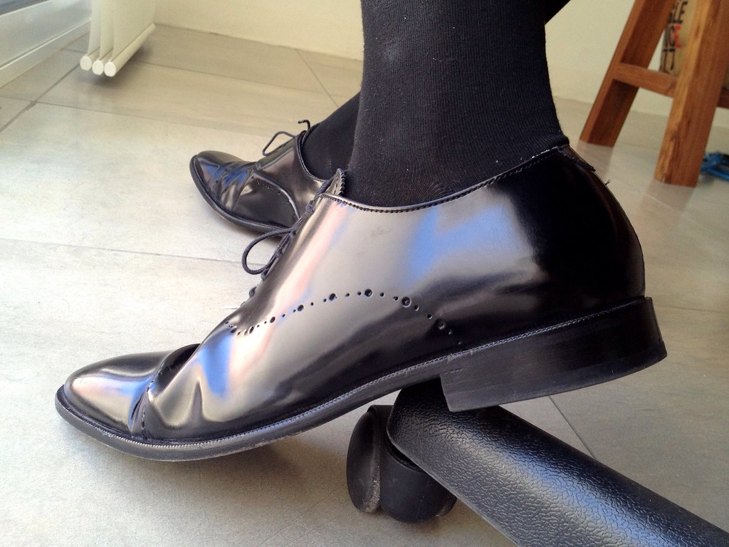 how to keep shine glossy oxford shoes