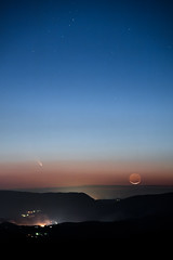Sol Mates (jon_beard) Tags: sky moon mountains night dark stars sliver comet panstarrs