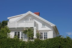 Coastal cottage (K Nilsen) Tags: roses summer white house building green coast virginia sweden balcony cottage bluesky coastal parasol hedge creeper bohusln grundsund vstkusten summerhome