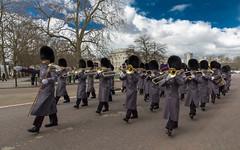 Guardas Britanicos (baguetteness) Tags: trip viaje london canon londres 550d 1585