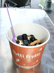 #8215 frozen yoghurt by the ounce (Nemo's great uncle) Tags: california ca usa palmsprings yoghurt tuttifrutti