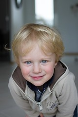 Sacha le malicieux (gringerberg) Tags: portrait baby smile photography kid child retrato blueeyes yeux kind blond enfant sourire ritratto sacha    retrat portrt      1people   malicieux canon7d   gringerberg  canon35mnf2