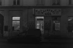 Bckerei Gl (Carsten aus Bonn) Tags: vienna wien 50mm lowlight minolta delta 3200 ilford x700 rokkor