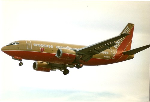 Boeing 737-500 SWA gold:red port fwd qtr