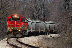 Obscure crossing (Alcophile) Tags: railroads nyc bo grain gp40 emd trains shortlines indiana indianasouthern isrr