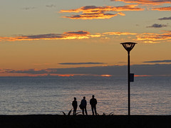 Anzac Day sunrise (Home Land & Sea) Tags: newzealand beach sunrise silhouettes nz napier sonycybershot hawkesbay lestweforget anzacday marineparade 25april dawnservice explored 2013 homelandsea dschx100v