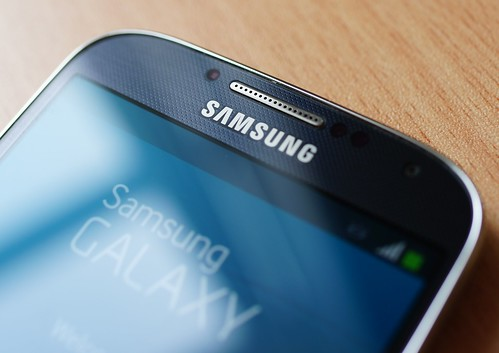 Samsung Galaxy S4 - gap with dust by Janitors, on Flickr