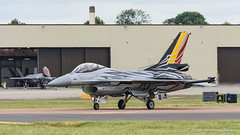 Belgian display F-16 taxis in front of an F-35 (DrAnthony88) Tags: belgianaircomponent belgianairforce lockheedmartinf16fightingfalcon modernmilitary nikkor200400f4gvrii nikond810 raffairford riat2016 royalinternationalairtattoo aircraft airplane f35