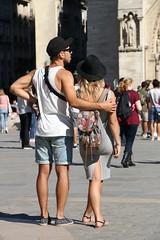Amants unis dans la contemplation (.urbanman.) Tags: paris personnes amants amoureux homme femme sac sacdos parvis parvisdenotredame jambes jambesnues aplomb aplombmasculin aplombfminin