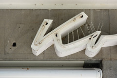 Ko (day) (Florian Hardwig) Tags: mnchen neonsign lettering script birdcontrolspike