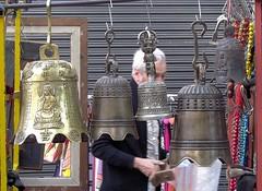 Las campanas de Buda (carlos_ar2000) Tags: street man argentina metal calle buenosaires bell feria campana hombre santelmo
