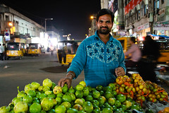 IMG_8897.jpg (#Hani#) Tags: people india man colour fruits delicious hyderabad hindu indien hindistan renkler erkek rikshas sokaklarhyderabad