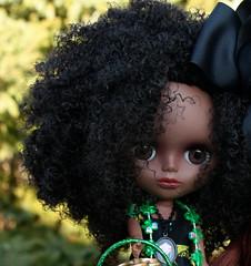 Cree wanted a close~up (A Little Fairy Magic/Leezapea1) Tags: clover shamrock stpatricksday potofgold jeccifive blythette oddprincesscameo