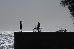 Silhouettes (Explore) (Rudi Pauwels) Tags: black grancanaria backlight spain nikon afternoon zoom silhouettes tele contrasts spanien maspalomas 55200 meloneras 55200mm d80 nikond80 nikkor55200mm