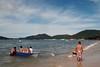 Porto Belo-SC (Ricardo Cosmo) Tags: summer people man men praia beach sc boat pessoas barco playa verão summertime portobelo santacatarina hombre ricardocosmo olympusepl1 mzuikodigital1442mm