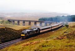 37403 nr rannoch (47604) Tags: bridge green scotland viaduct sleeper whl rannoch englishelectric westhighlandline class37 bencruachan 37307 37403