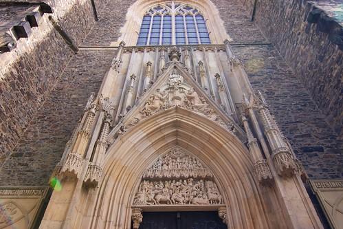 Tympanon portalu zachodniego kościoła śś. Piotra i Pawła w Strzegomiu
