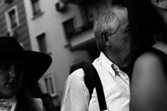 (Jacobo Canady) Tags: street portrait people blackandwhite espaa blancoynegro girl hat calle sevilla andaluca spain chica crossing gente retrato seville waist sombrero andalusia cruzando crossingthestreet cruzandolacalle