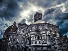 Crepuscolo a Firenze (Arnzazu Vel) Tags: city urban art architecture clouds florence cathedral dusk chiesa ciudades nubes florencia firenze duomo crepusculo battistero architettura historicalbuilding cattedrale crepuscolo nubi santamariadelfiore piazzaduomo historicalcitycenter